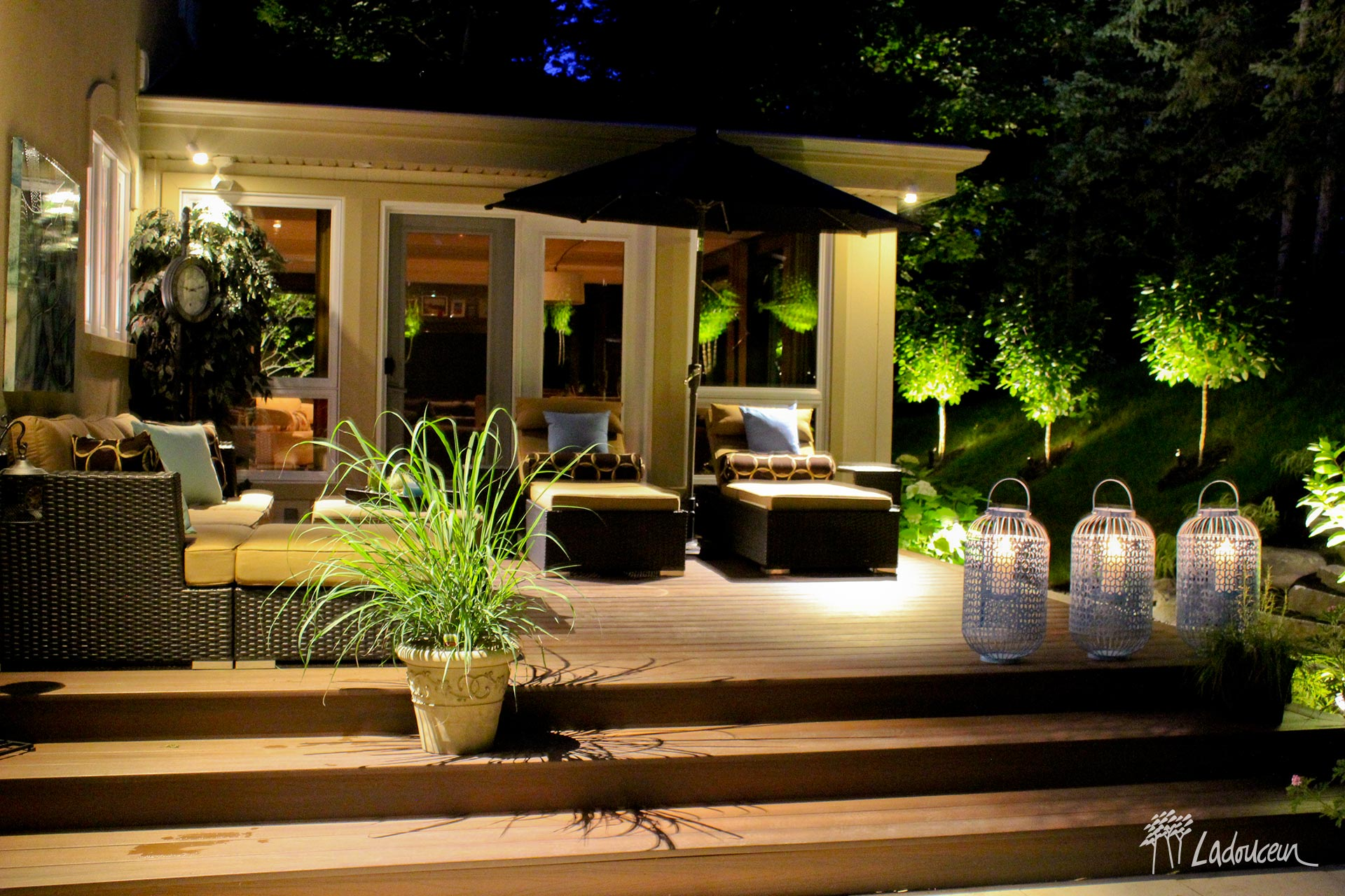 Eclairage paysager terrasse bois vegetaux mobilier lounge innovations paysagees ladouceur
