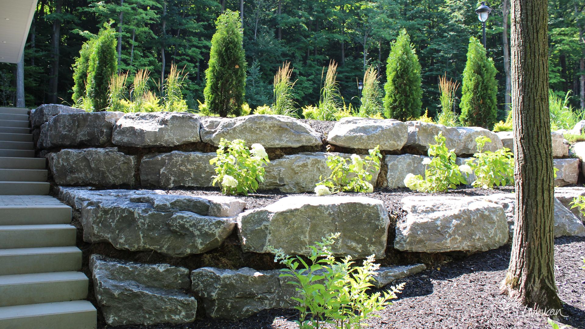 Aménagement paysager roches et pierres naturelles Ladouceur