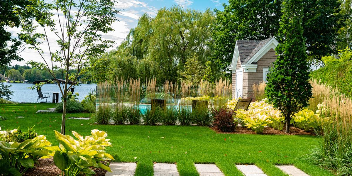 Aménagement paysager de prestige champêtre de cour arrière - Innovations paysagées Ladouceur