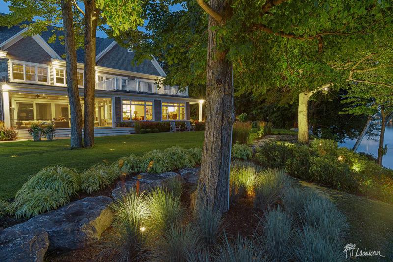Aménagement extérieur de prestige et éclairage paysager architectural design par Ladouceur paysagiste